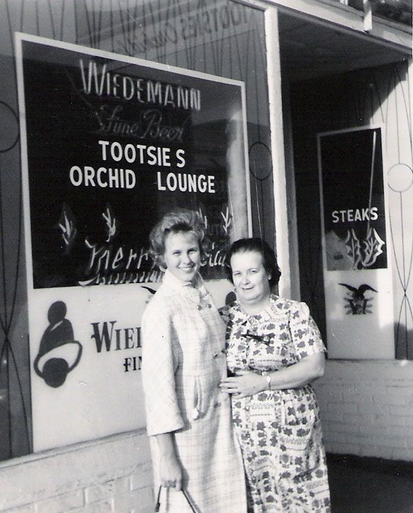 Jean Callaway and Tootsie Bess, owner of Tootsie's Orchid Lounge, Nashville, December 1965.