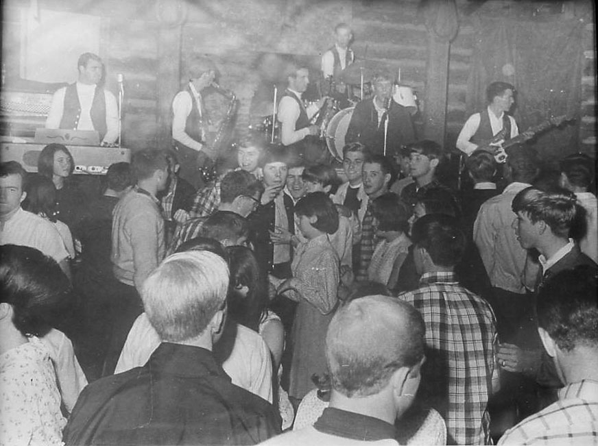The Avalons at the Chicken Shack