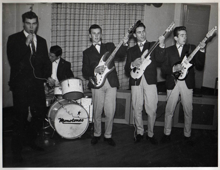 From left: Nigel Basham, Barry Davis, Paul Dunning, Brian Alexander and Ian Middlemiss. A half decent shot of Stanley's bass made by his Dad. Basham and Eaton shared the vocals or should I say Mark Lloyd and Thurston Crane (tee-hee). In 1962 to sing vocals you had to wear a suit and tie and pretend that you were a gentleman.