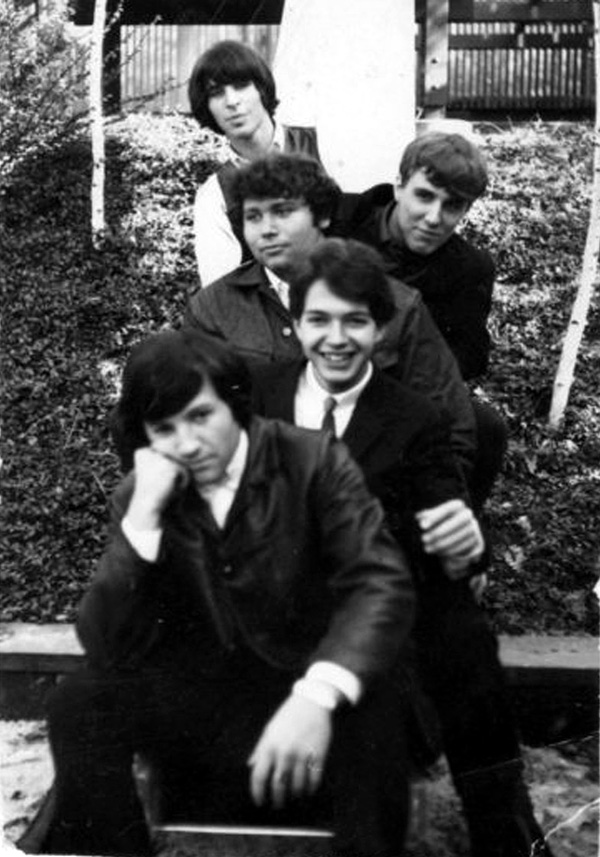 Myddle Class early band photo, taken in Carole King & Gerry Goffin's backyard: Myke Rosa, Rick Philp, Danny Mansolino, Dave Palmer and Charles Larkey