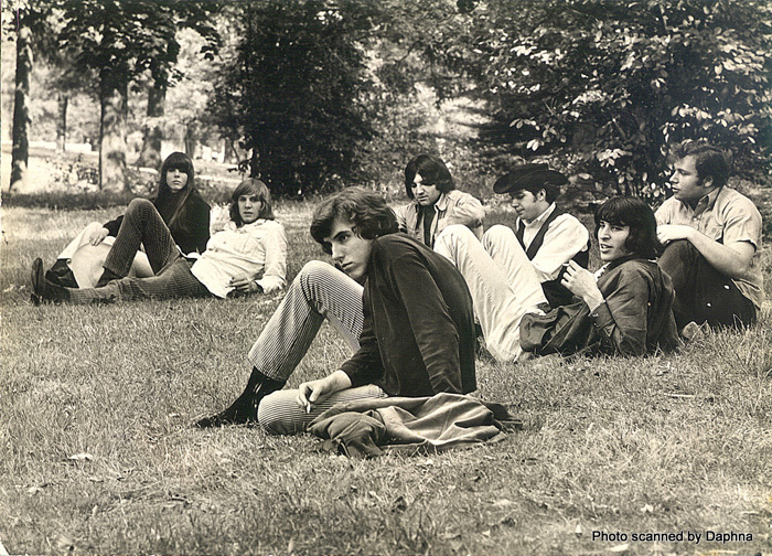 The Myddle Class circa late 1967: Dave Palmer, Myke Rosa, Rick Philp, Charles Larkey and Danny Mansolino, Bruce DeForeest and his girlfriend Ronnie