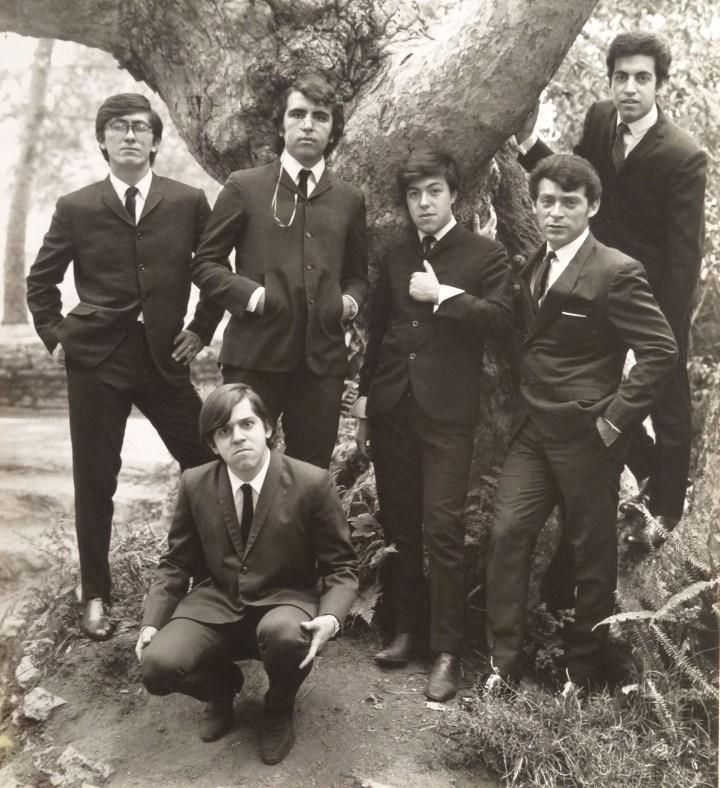 Los Locos del Ritmo, 1966: Mario Sanabria, Rafa Acosta, Lalo Toral, Manuel López (el Che) and Chucho González, with Javier Garza in front. Courtesy of Green Pig Studio, John A. Kurtz, Walt Walston.